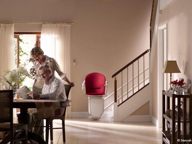 Pourquoi faire appel à un professionnel pour la pose d'un monte escalier électrique?