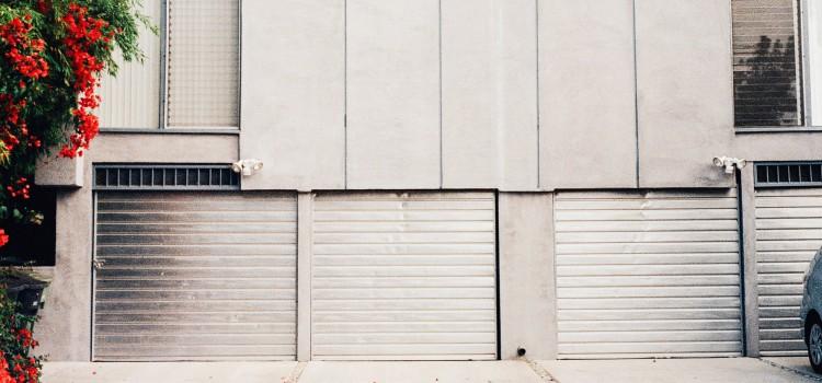 Une porte de garage doit être installée avec précaution